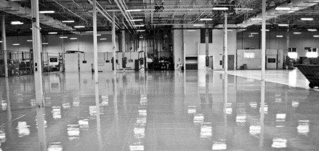 Акрило-цементные покрытия чаще используются на предприятиях, чем в домах и квартирах