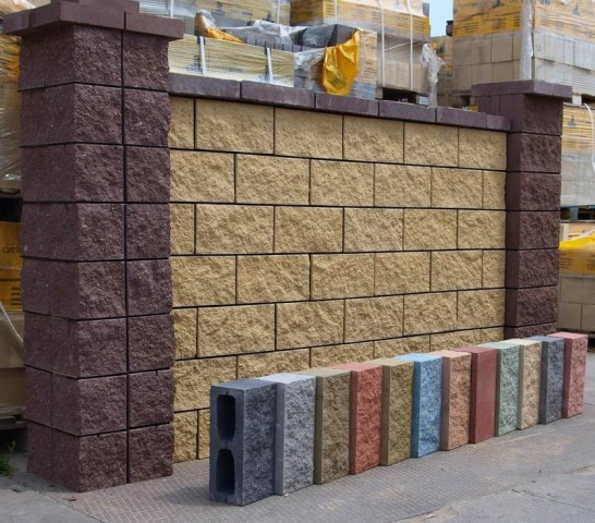 Из вот таких блоков, можно собрать красивый декоративный забор