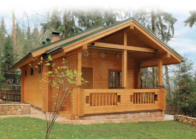 Построенная из дерева баня