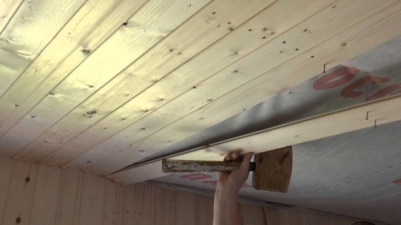 Обивка деревянного потолка