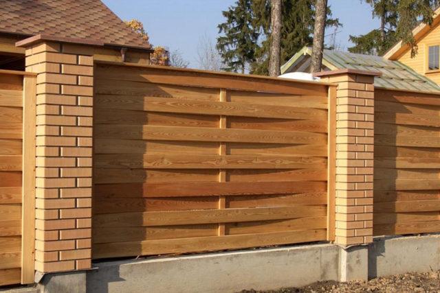 Плетеный забор из шпона