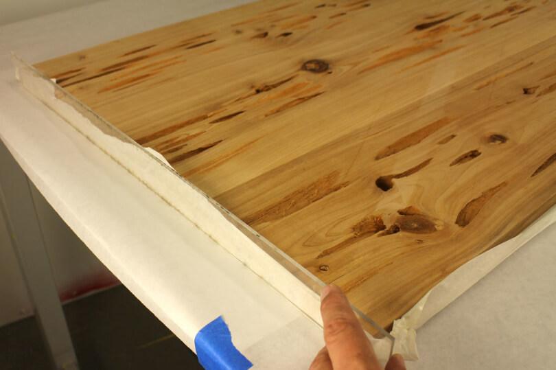 Крышка для стола покрытая эпоксидной смолой