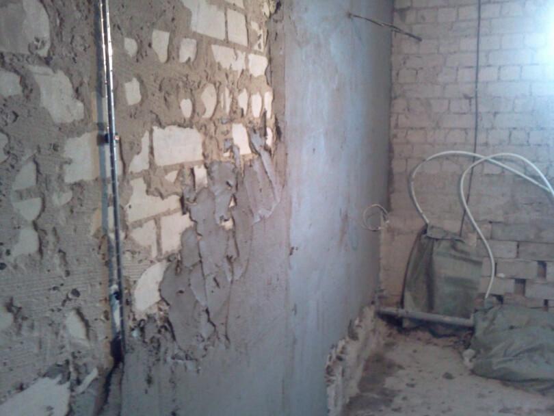Штукатурим кирпичную стену