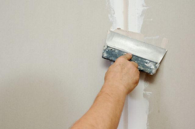 Основным достоинством цементной шпаклёвки является то, что её можно использовать в любых помещениях