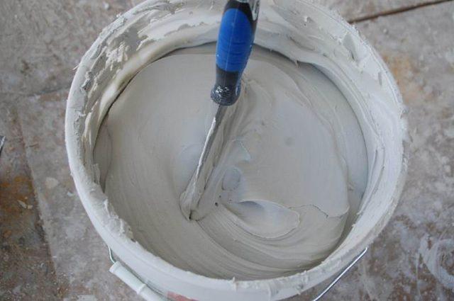Шпаклевка фальш камина происходит методом стандартной шпаклевки гипсокартона