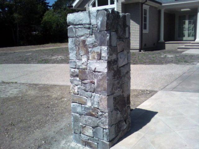 Каменный столб для забора