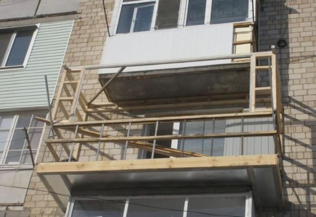 Устройство обрешетки для крепления наружной облицовки балкона