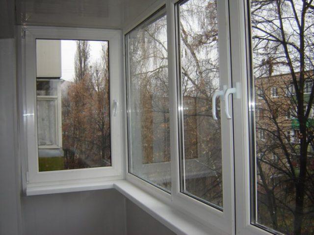 Остекление балкона металлопластиковыми стеклопакетами