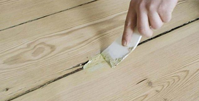 Чем и как заделать щели в деревянном полу – несколько способов