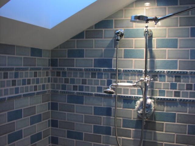 Укладка плитки оптимальна в зонах с открытыми источниками воды