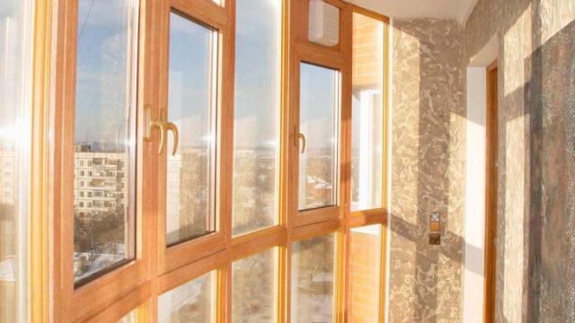Остекление балкона — деревянные рамы