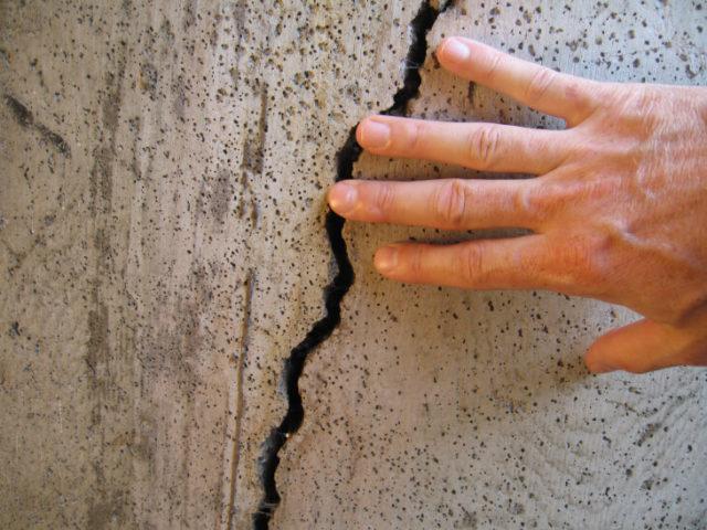 Трещины на поверхности