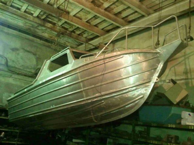 Используем грунт для алюминия перед покраской лодки