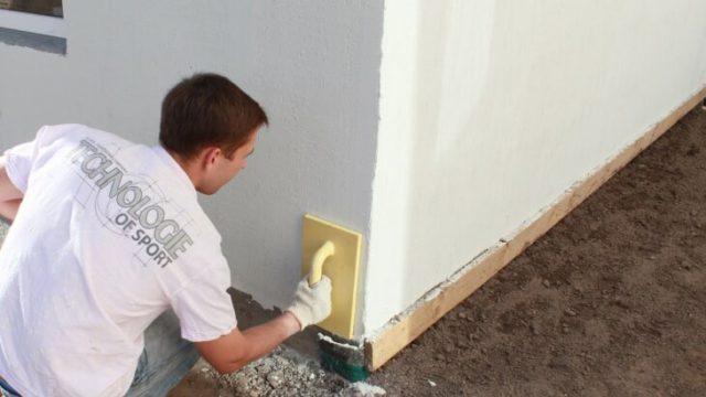 Мастера, которые занимаются выравниванием стен, используют в своей практике шпаклевку