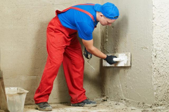 Перед тем как приступить к отделке, стены необходимо выровнять