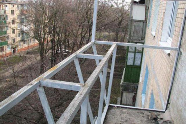 Каркас для обшивки балкона своими руками
