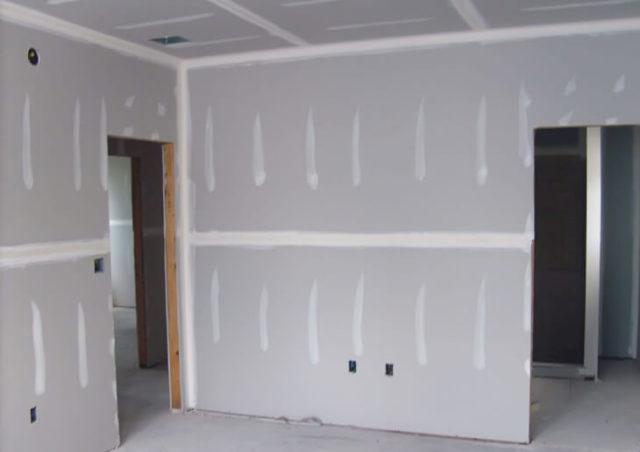 Каркас из металлопрофиля для гипсокартона позволяет идеально выровнять потолок и стены