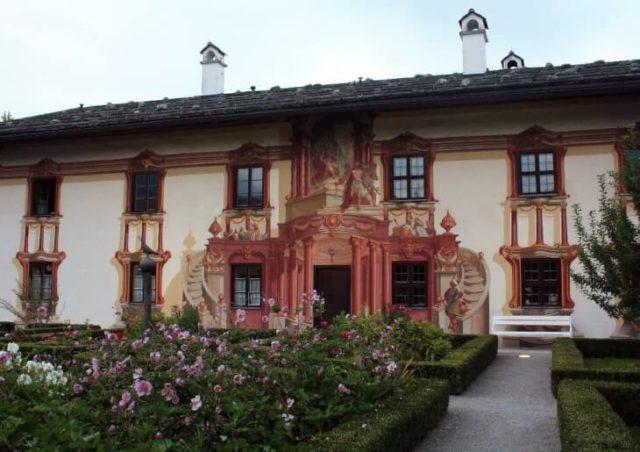 Облицовка фасада лепниной