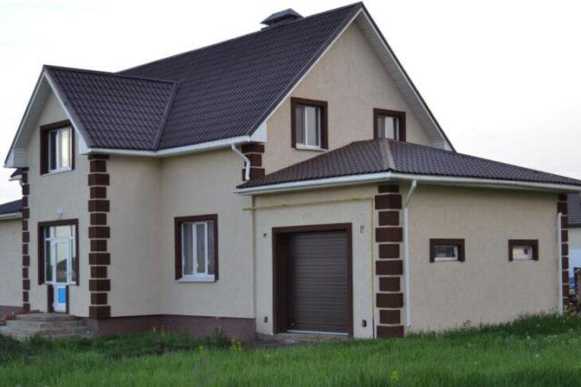 Отделка фасада частного дома мраморной крошкой
