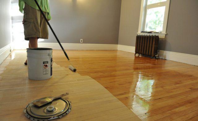 При использовании водных составов применяйте валик для нанесения лака на поверхность