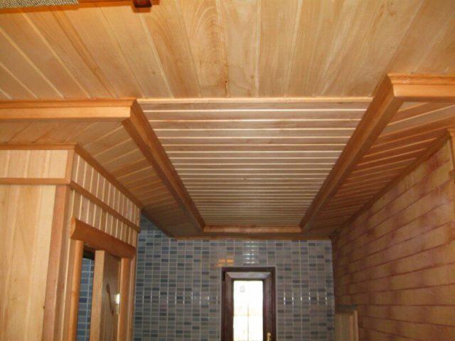 Обшивка потолка на даче своими руками