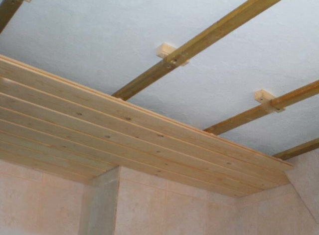 Обшивка потолка потолка вагонкой своими руками