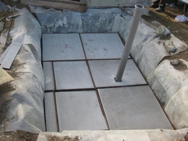 Использование плоского шифера в качестве опалубки для последующего бетонирования крышки септика