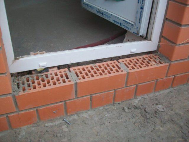Высокий порог в дверном проеме балконного блока