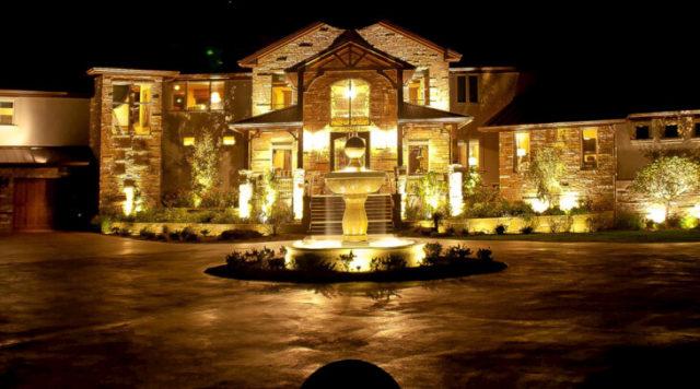 Освещение фасада дома и прилегающей территории