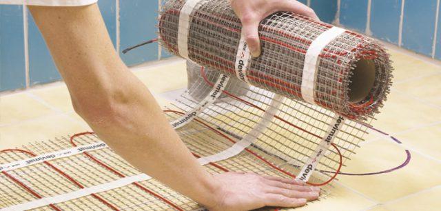 Клейкая лента на сетке мата ускоряет монтаж теплого пола без проблем приклеивая кабель к основанию