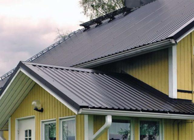 Отделка крыши металлопрофилем